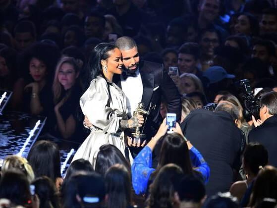 Drake And Rihanna officially, genuinely, literally confirm their relationship...