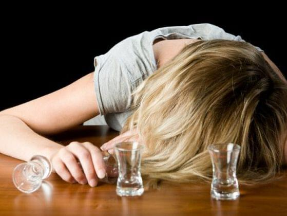 An alcoholic deals with the fallout of her abusive relationship.