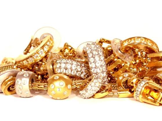 Do you like to wear jewelry?