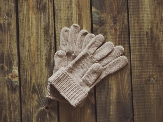In cold temperatures is it more important to wear mittens or gloves?