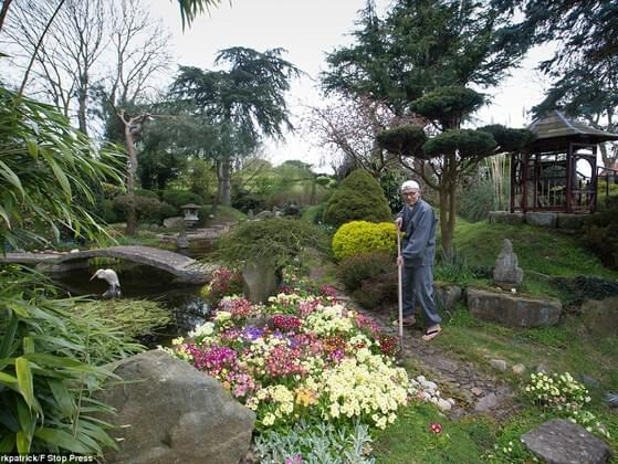Which of the following is NOT an aesthetic principle of Japanese gardening?