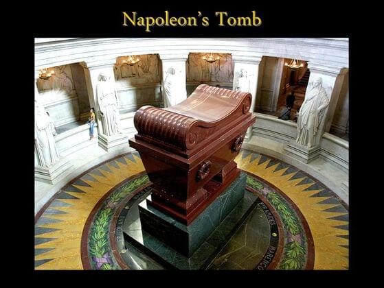 The tomb of Napoleon I is located in which museum?