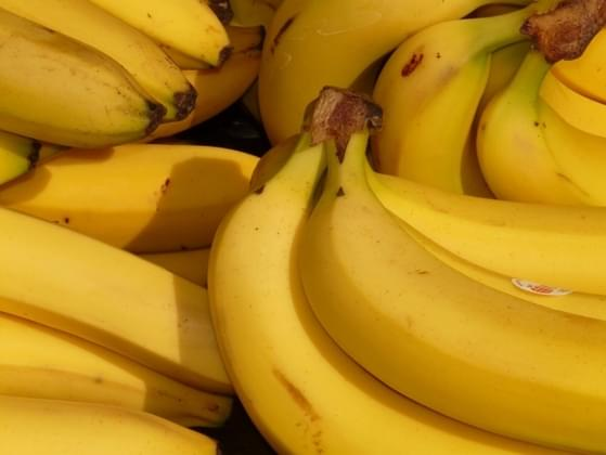 Which is better: banana or pineapple?