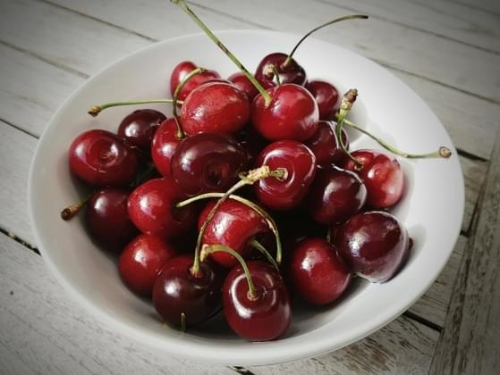 Which is better: cherries or black berries?