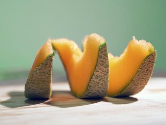 Which is better: cantaloupe or peaches?