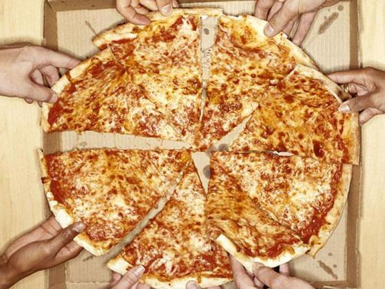 How do you Eat Pizza?