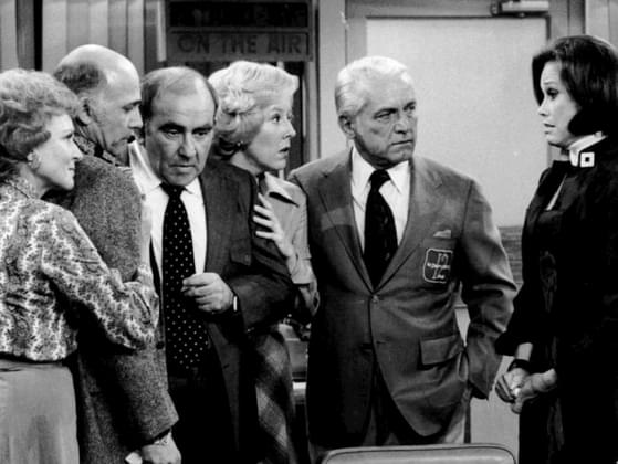 What is Mary Tyler Moore's occupation on her TV show?
