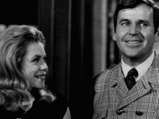 What body part does Samantha twitch to become magical in 'Bewitched' (1964-1972)?