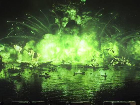 Who shoots the flaming arrow that subsequently destroys Stannis' fleet in Blackwater Bay?