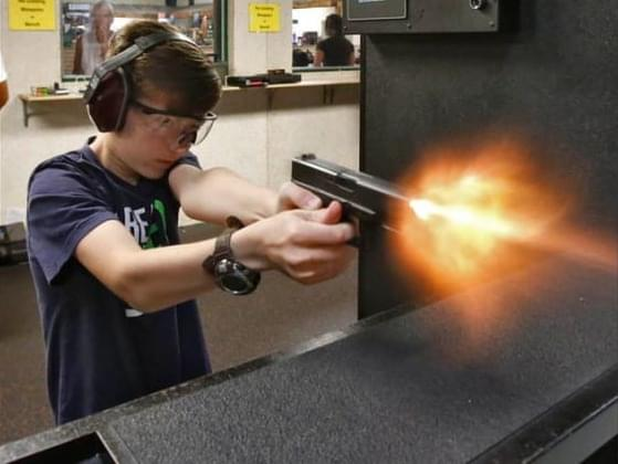 What is the minimum age at which a Georgia resident may obtain a carry permit?
