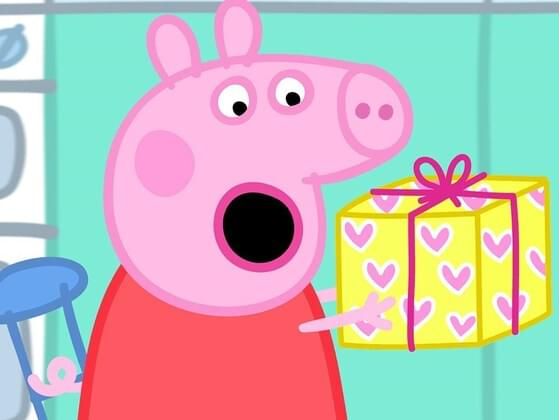 What did Peppa dress as for her fancy dress party?