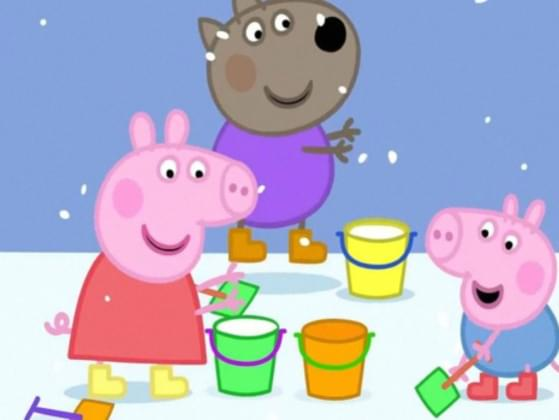 Where did Mummy Pig find the flashlight during the power cut?