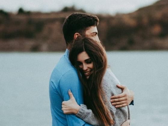 How many seconds should a good hug last?