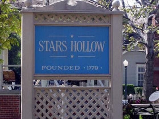 Is Stars Hollow the best town in the world!?